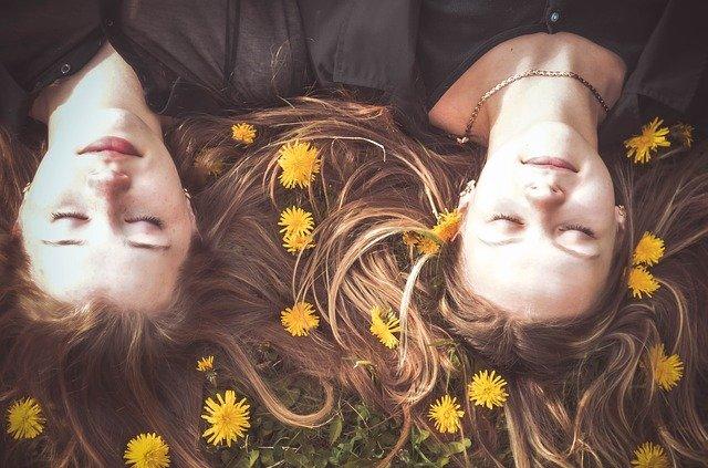 День женской дружбы или День подруг